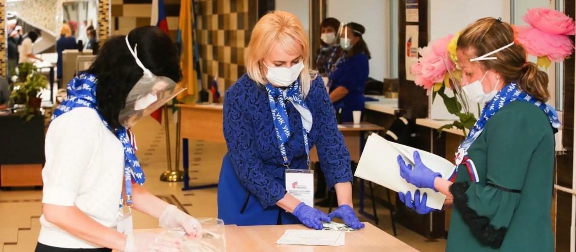 Роспотребнадзор запретил рукопожатия на избирательных участках