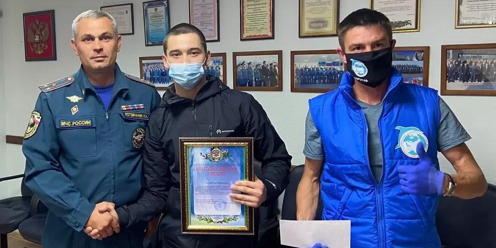 Нефтеюганские волонтеры «Гуманитарного добровольческого корпуса» встретились с руководством местного пожарно–спасательного гарнизона.