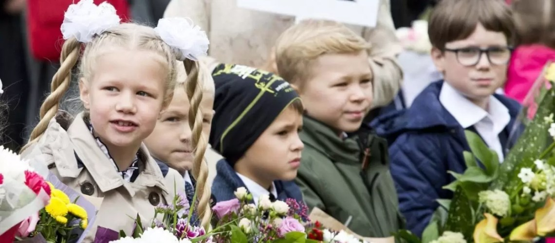 Власти Югры назвали условия для проведения в школах торжественных линеек