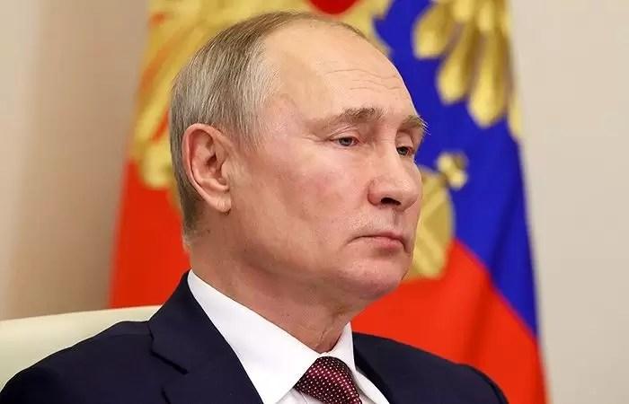 Владимир Путин уходит на самоизоляцию