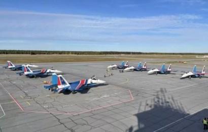Пилотажная группа «Русские витязи» прибыла в Сургут.