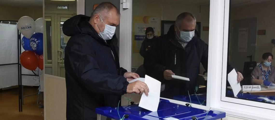На 12.00 часов 19 сентября на выборах в Югре проголосовали 408 476 человек, что составляет 35,3%