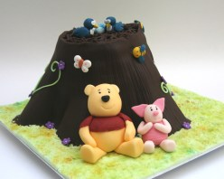 Winnie the Pooh and Piglet cake