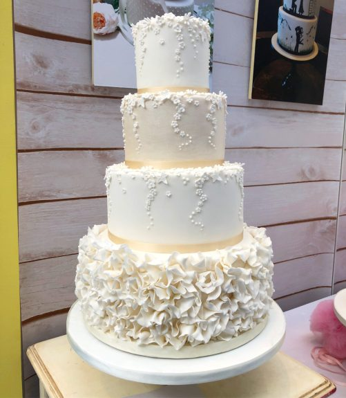 Daisy Drip Wedding Cake
