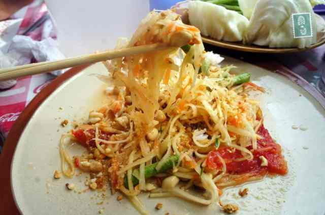 Papaya salad with peanuts