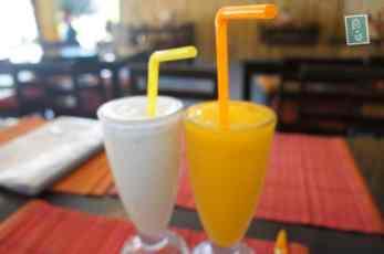 Banana and mango shakes