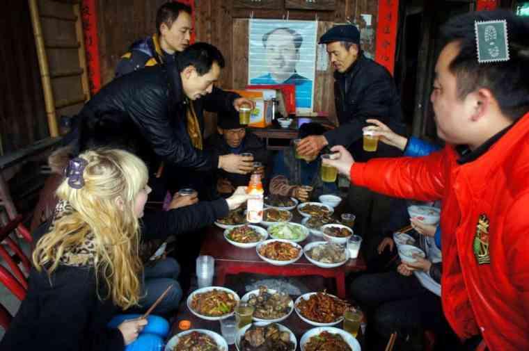 Chiński nowy rok i stół pełen jedzenia