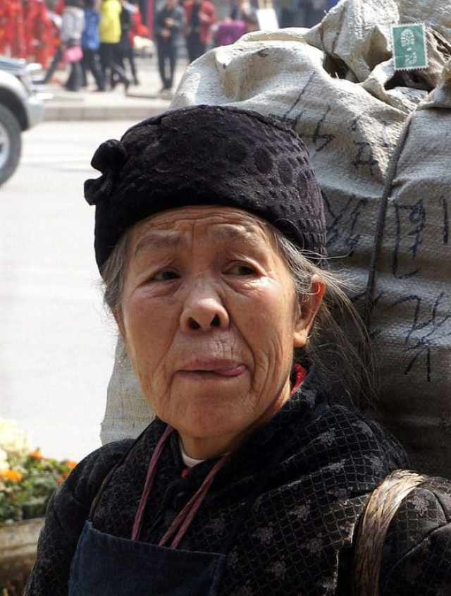 Chinese woman wants to eat