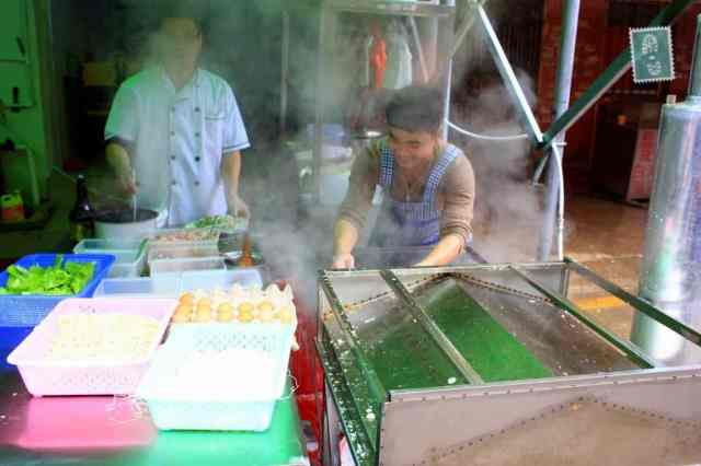 Local food vendors where you can buy your breakfast at in China