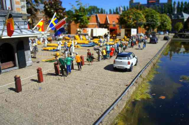 Miniature people and cars in MAdurodam