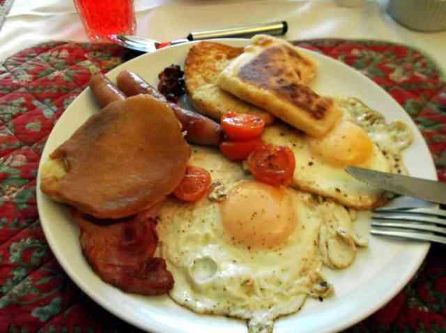 Northern Irish Breakfast, fried egg, bacon, sausage, toast