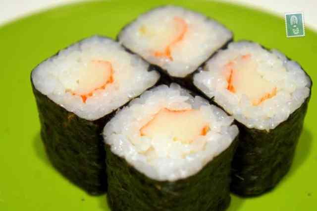 Uramaki with prawns
