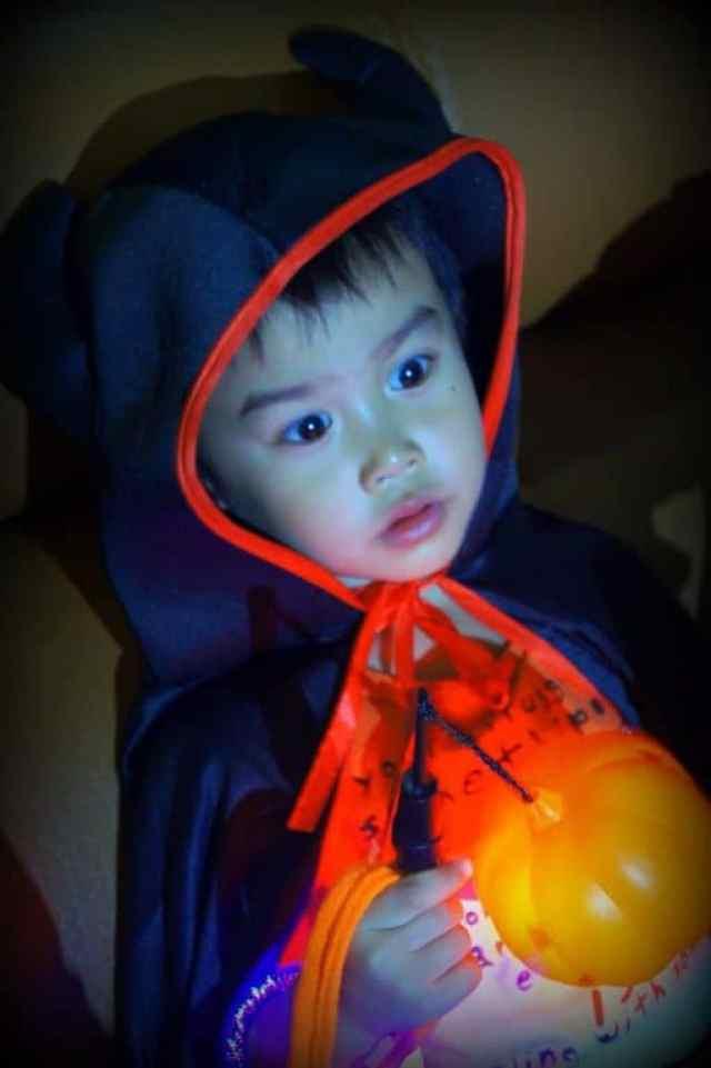 Chinese kid dressed up halloween