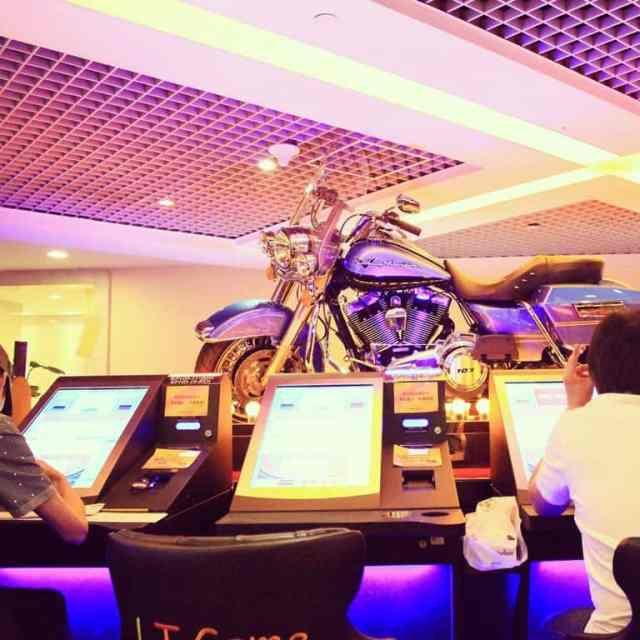 Chinese losing their money in casino