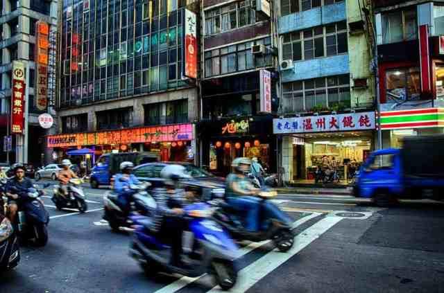 busy-street-zhongshan-taipei-taiwan