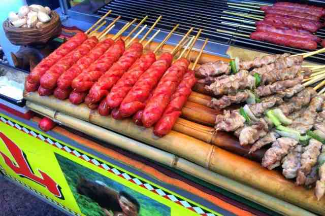 pork-sausages-tonghua-night-market-taipei-taiwan