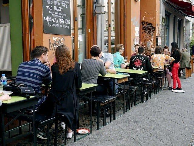 eating-outside-in-kreuzberg