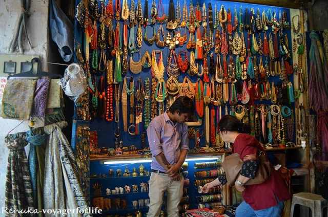 Tips for Shopping in India India is heaven for those looking for some retail therapy. Bargains abound but you'll want to be careful about the quality and authenticity, particularly for items such as gems and jewelry, where fakes are notoriously sold to unwitting tourists.
