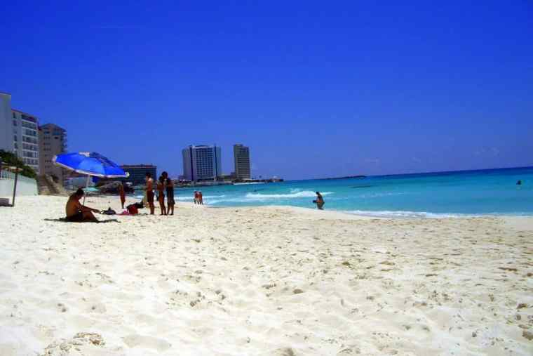 Cancun Beach - Travelbllgr