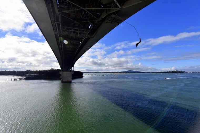 The Auckland bridge jump