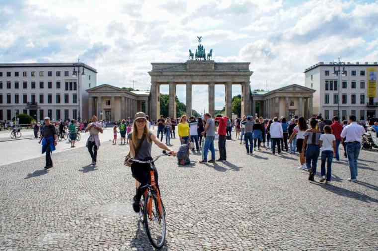 Cycling around Brandenburg gate