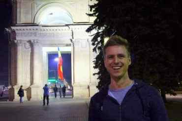 The Triumphal Arch at night, Chisinau