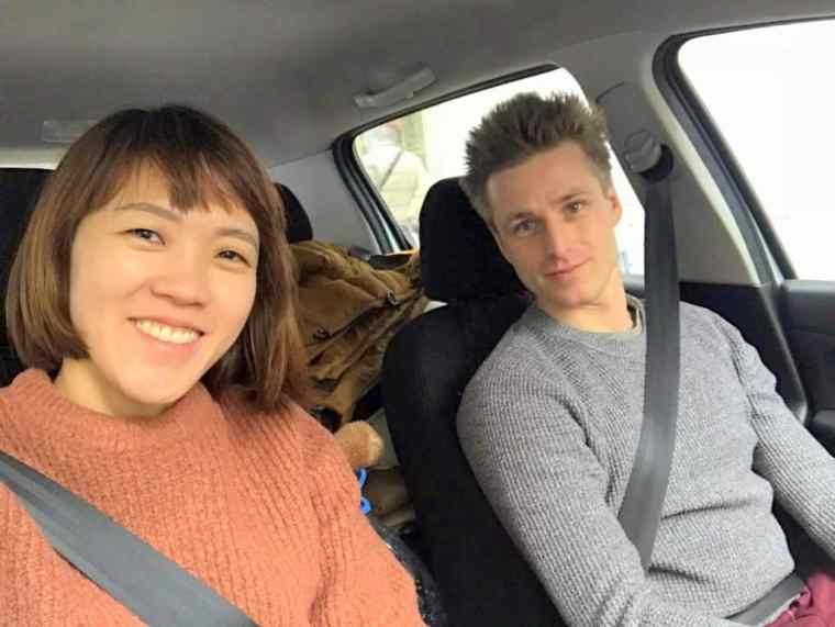Cez_and_Lydia_in_a_car