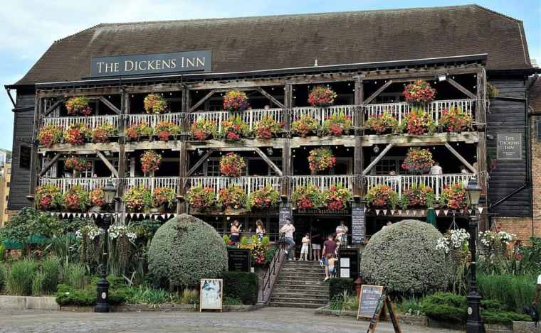 Outside view on The Dickens Inn