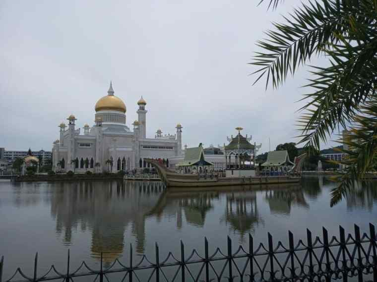 Brunei Itinerary - the Omar Ali Saifuddien Mosque, Bandar Seri Begawan