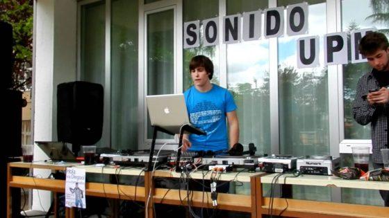 Sonido UPM pinchando en la fiesta de la primavera del Campus Sur
