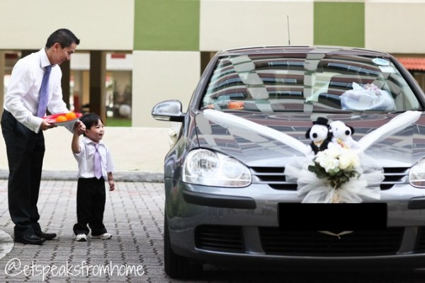 Chinese Wedding Small Uncle open door