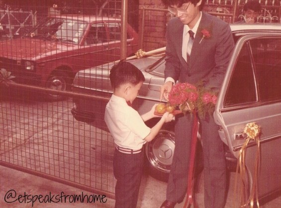 Chinese Wedding small uncle a pair of oranges to groom after opened car door
