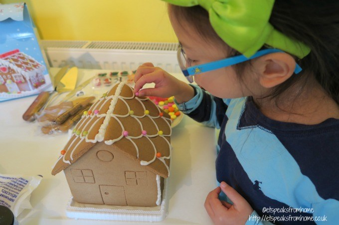 christmas tradition ginger breadhouse decorating