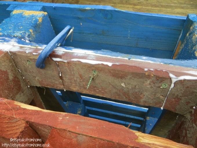 pallet climbing frame c clamp