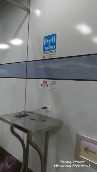 taipei free wifi at metro station
