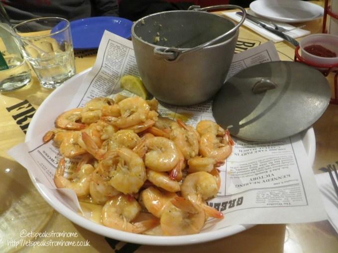 bubba gump shrimp co shrimp net catch