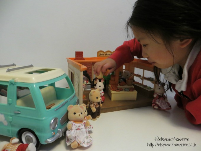 Sylvanian Families brick oven bakery playing