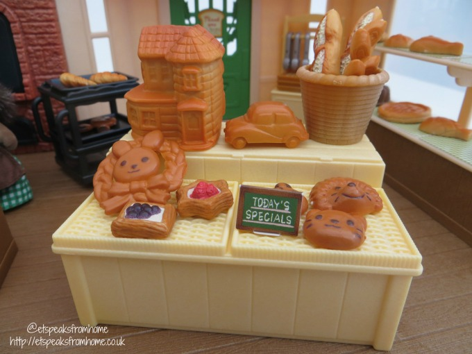 Sylvanian Families brick oven bakery table