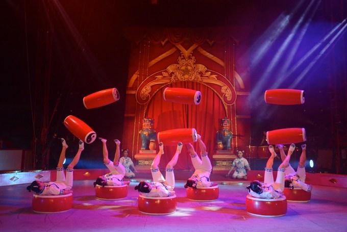 Chinese State Circus drum