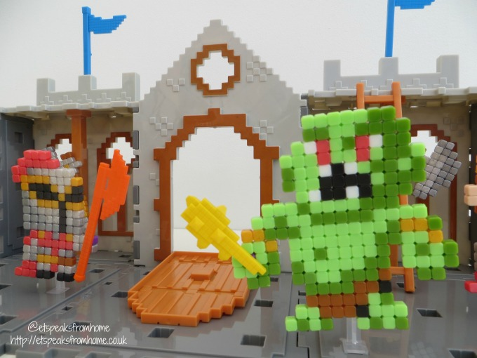 Qixels Kingdom Castle Attack Playset trolls