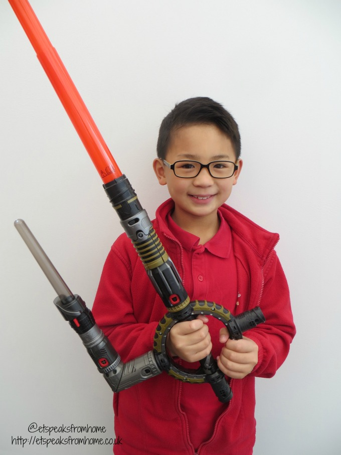 Star Wars Spin-Action Lightsaber BladeBuilders review kids