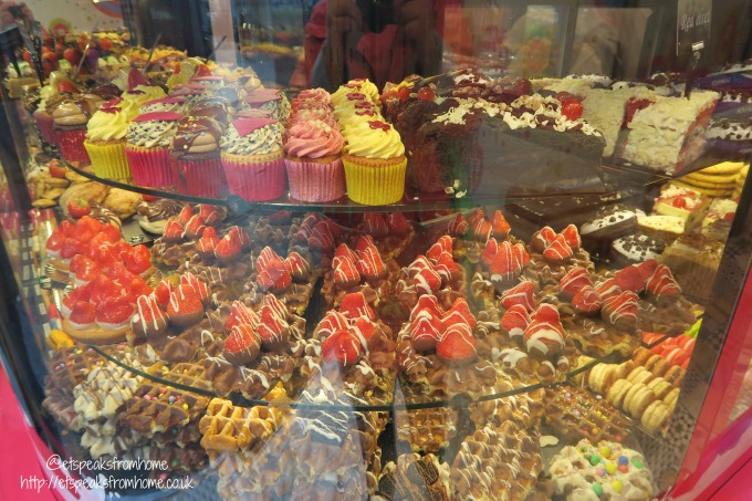 foods to try in amsterdam street snack