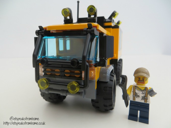 lego city jungle mobile lab with minifigure