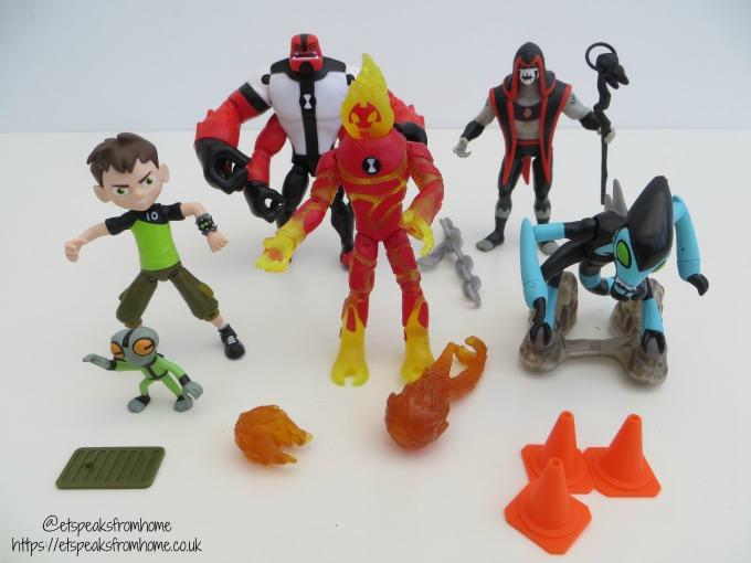 Ben 10 figurines Toy
