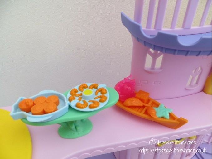 My Little Pony The Movie Canterlot and Seaquestria Playset food