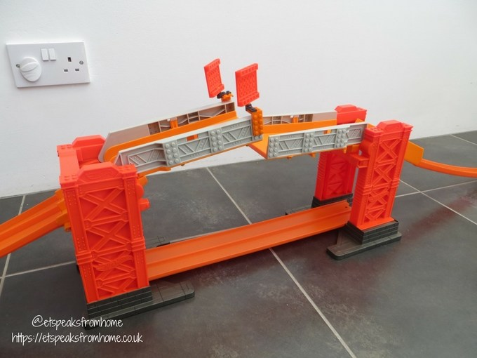 Hot Wheels Track Builder Stunt Bridge