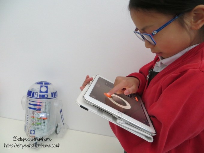littleBits Star Wars Droid Inventor Kit playing