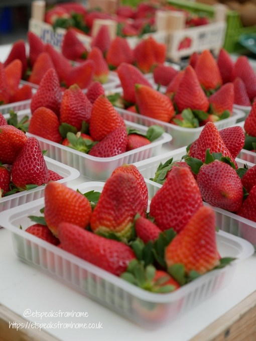 Pollensa Sunday Market, Palma strawberry