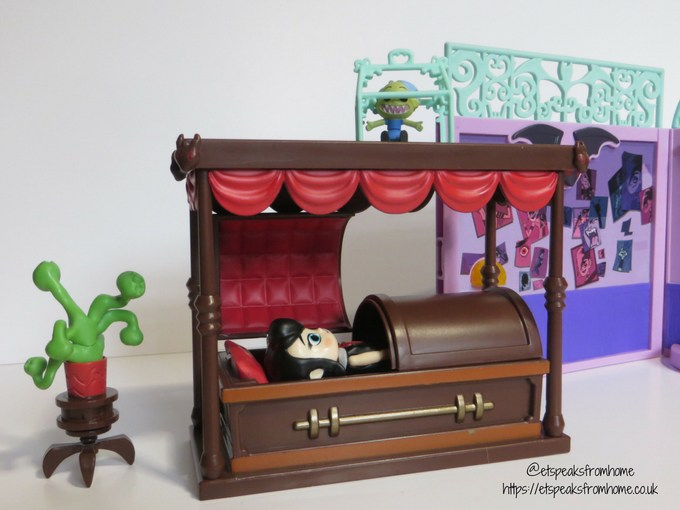 Hotel Transylvania 3 toy review ghostly goodnight playset mavis in coffin