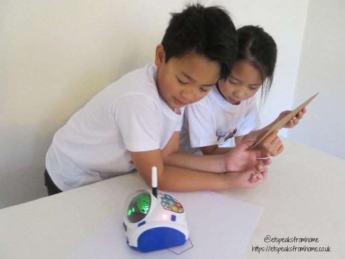 MIND Designer Robot playing